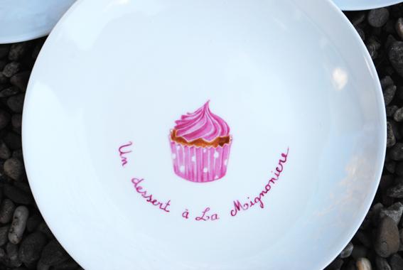 assiette cupcake rose peinture sur porcelaine