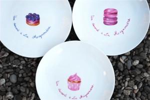 assiettes petits fours peinture sur  porcelaine
