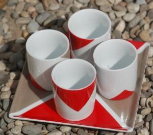 tasses à cafe rouge taupe peinture sur porcelaine