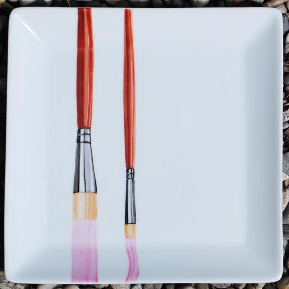 assiette-pinceau rose peinture sur porcelaine