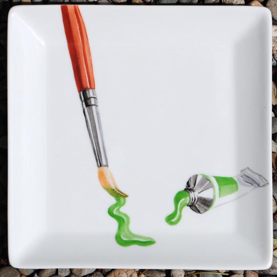 assiette pinceau vert peinture sur porcelaine