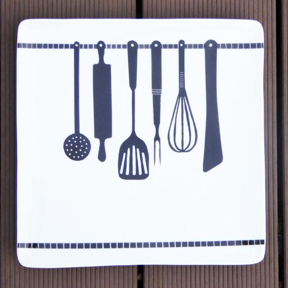 plat carre noir et blanc peinture sur porcelaine cuisine